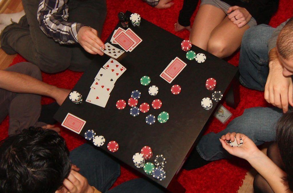 Una partida de póker como denuncia de la pobreza
