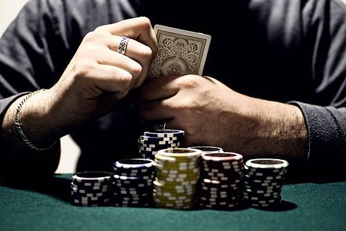 Cinco trucos para no perder al poker